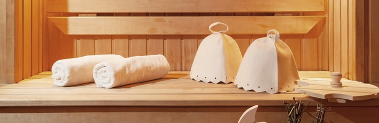 Банные шапочки и полотенце