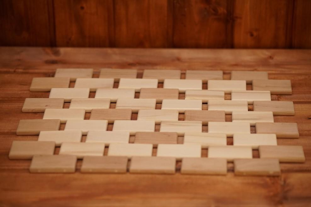 Коврик изготовленный из дерева