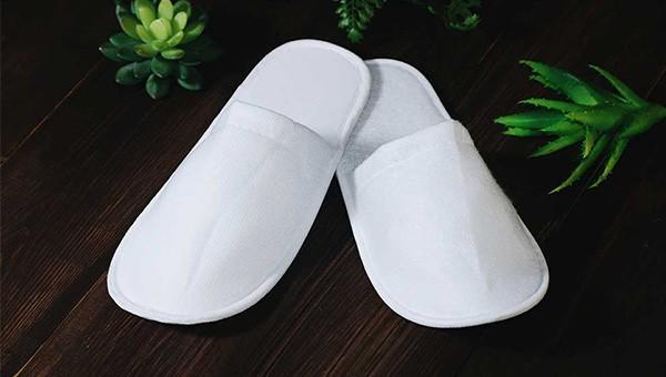 Тапочки белого цвета