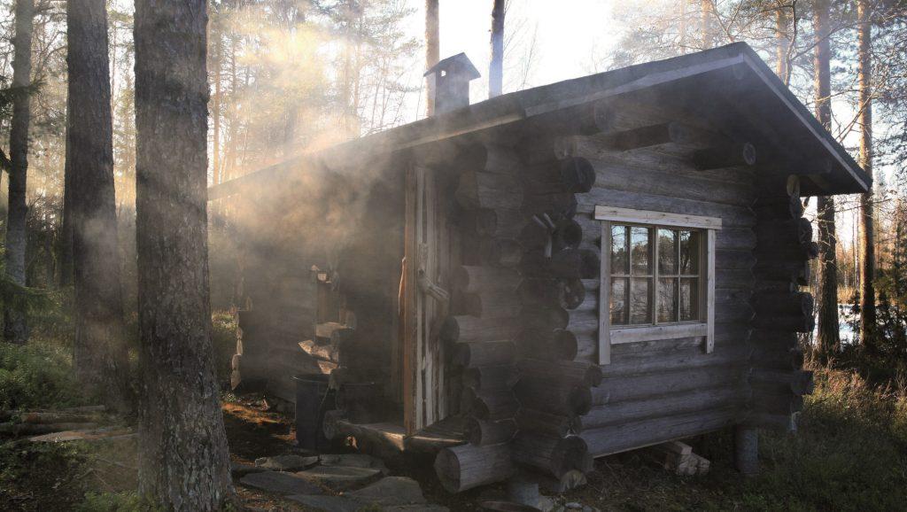 Дым возле домика