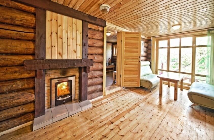 Комната из дерева
